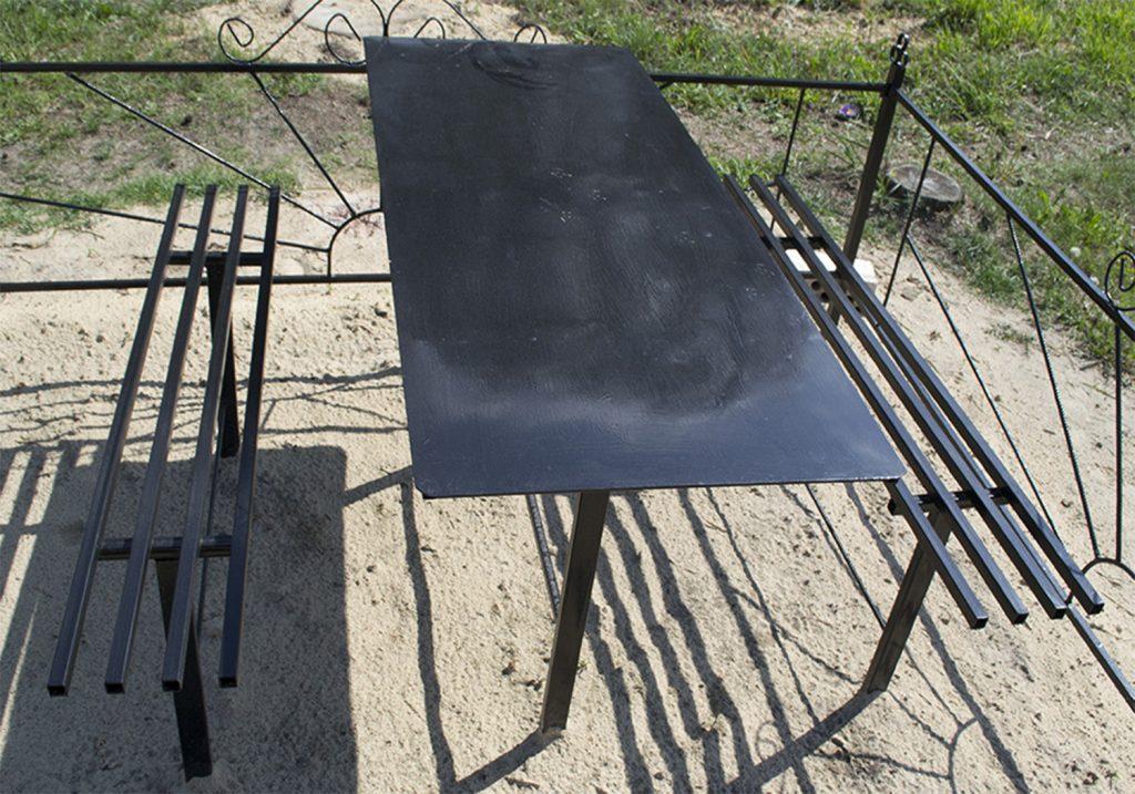 Металлический стол и лавки: 001